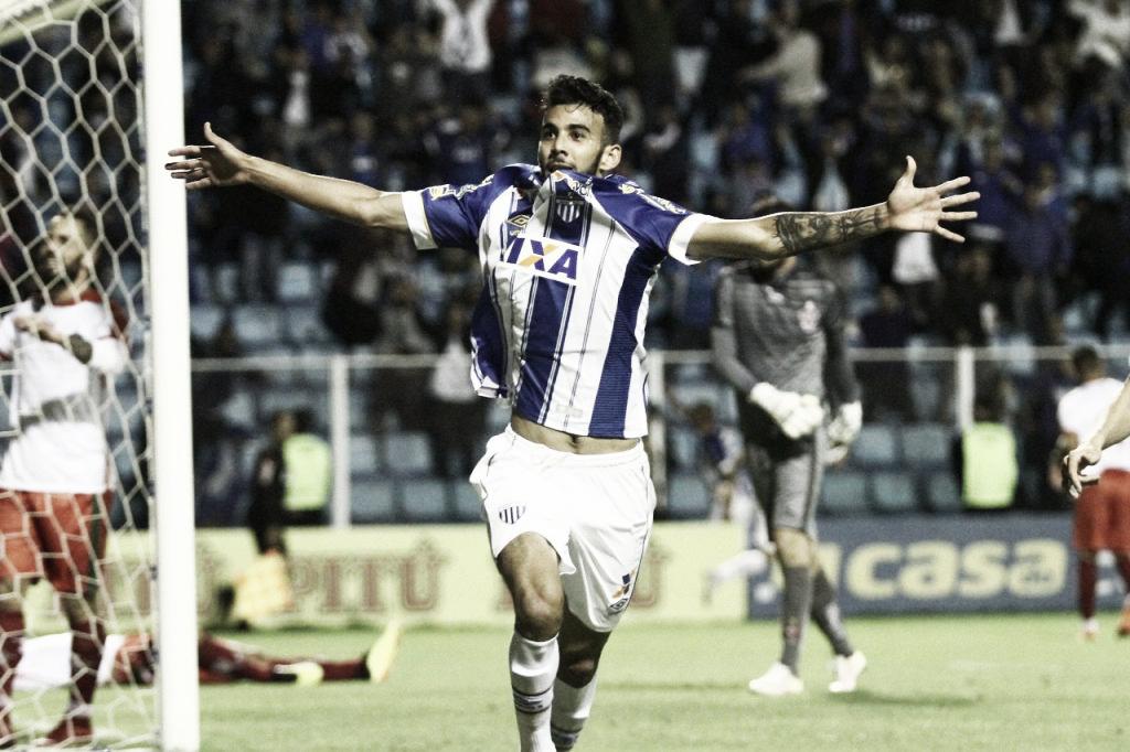 Rodrigão perde pênalti, mas Avaí vence Boa Esporte e se mantém na luta pelo acesso