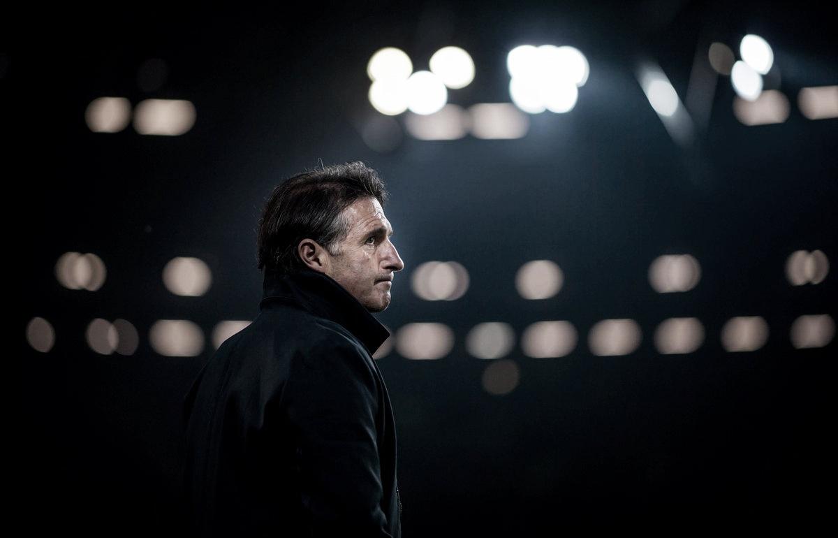 "Labbadia lamenta chances perdidas pelo Wolfsburg após derrota: ""Estamos desapontados"""
