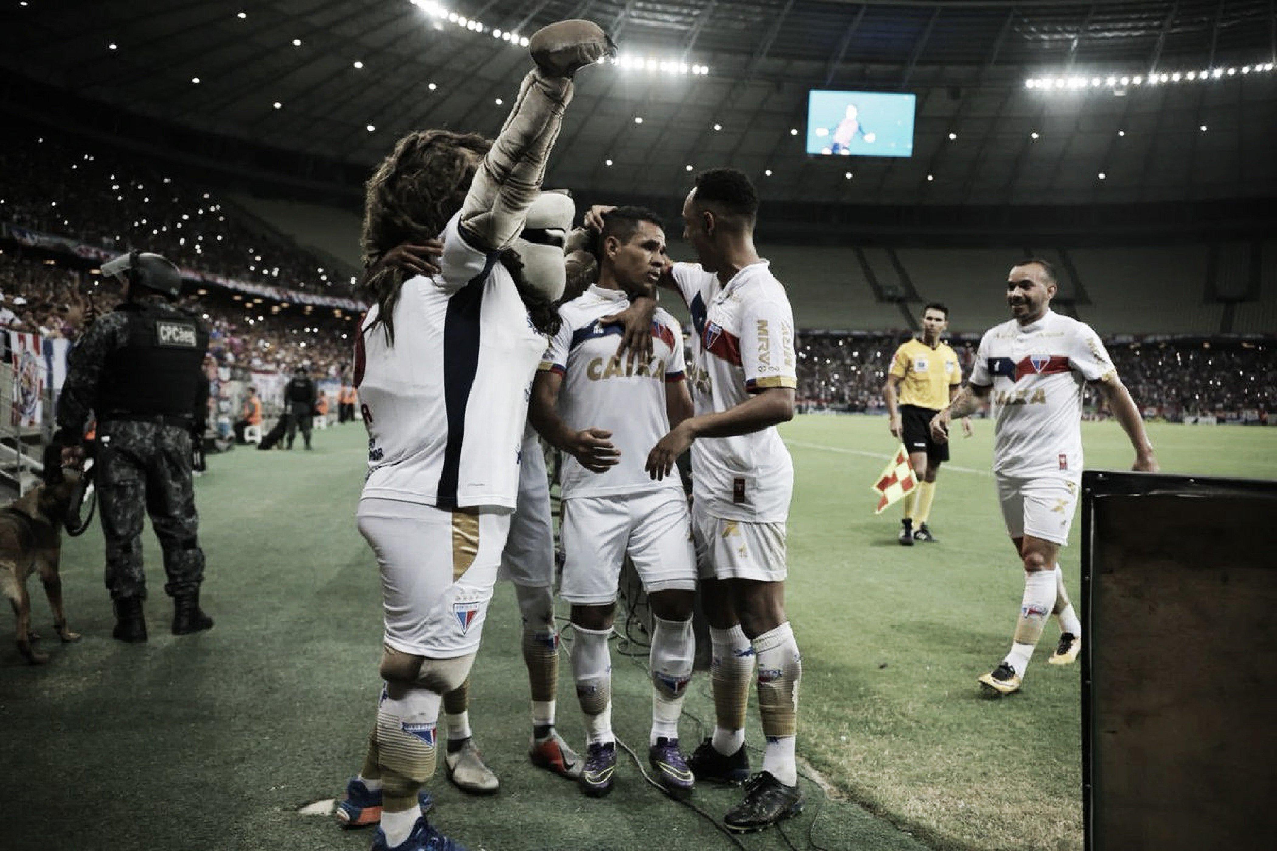 Com um a mais, Fortaleza bate Vila Nova com dois de Éderson e volta a vencer na Série B