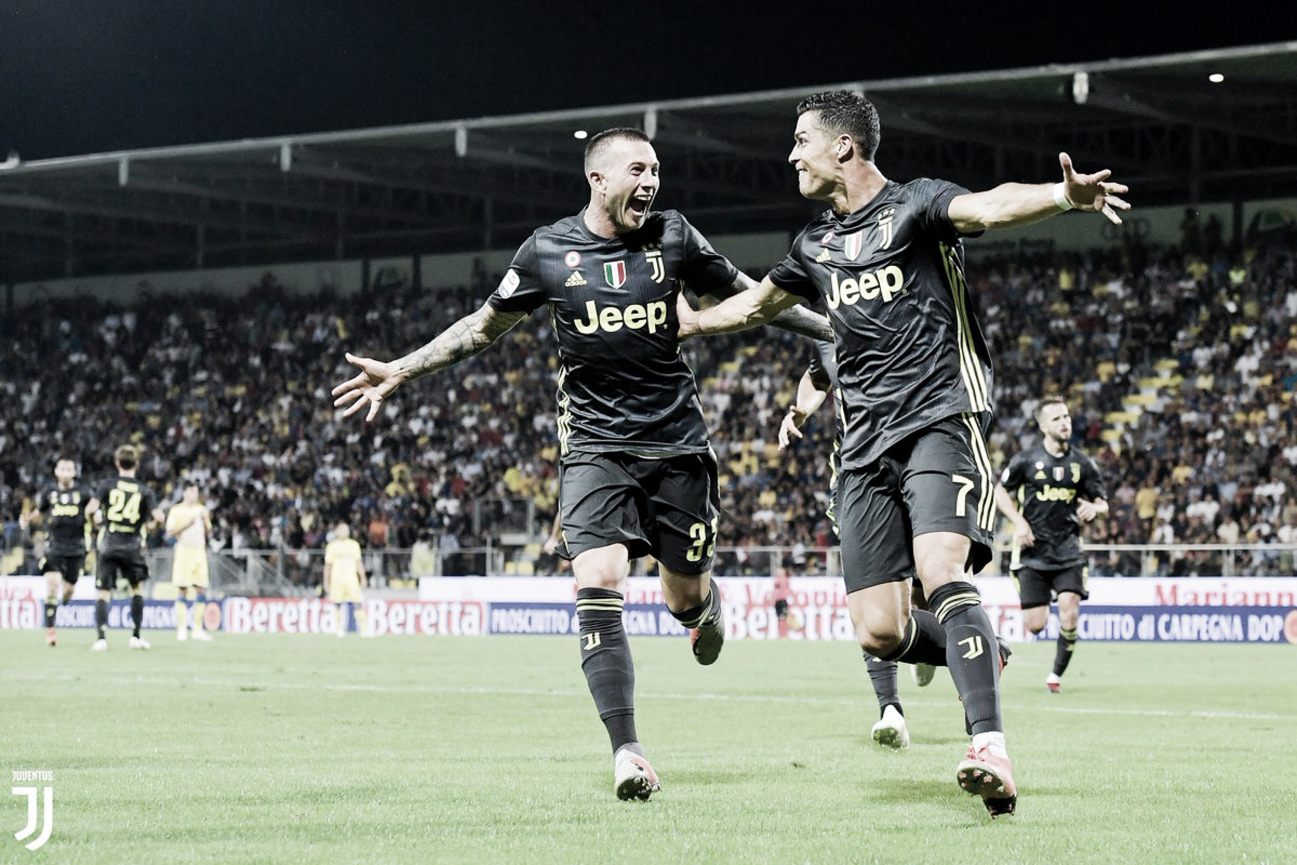 Juventus marca duas vezes no fim, vence Frosinone e se mantém na liderança da Serie A