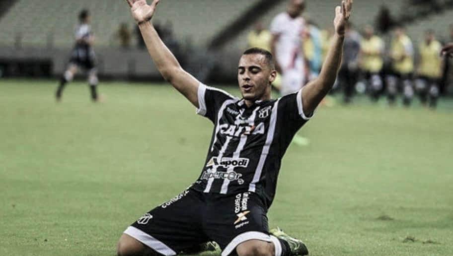 Bom momento do Ceará destaca o potencial de Arthur como camisa 9
