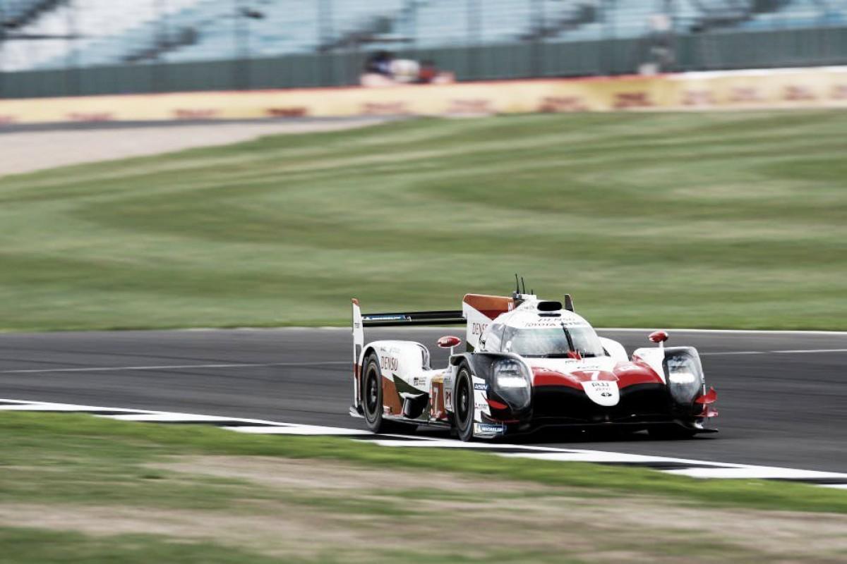 Toyota firma la tercera 'pole' consecutiva en Silverstone