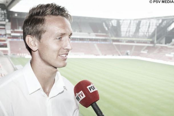 PSV Eindhoven acerta a contratação do atacante Luuk de Jong