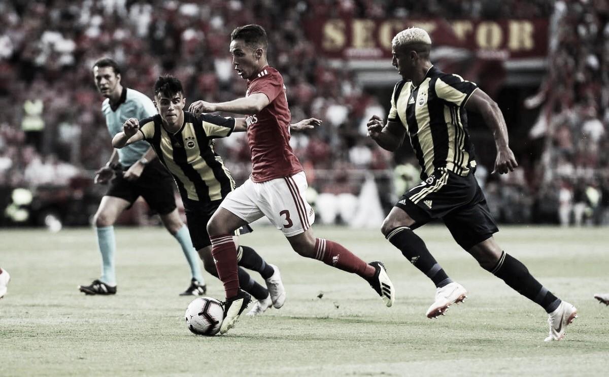 Benfica sofre contra retranca do Fenerbahçe, mas garante vitória com gol de Cervi