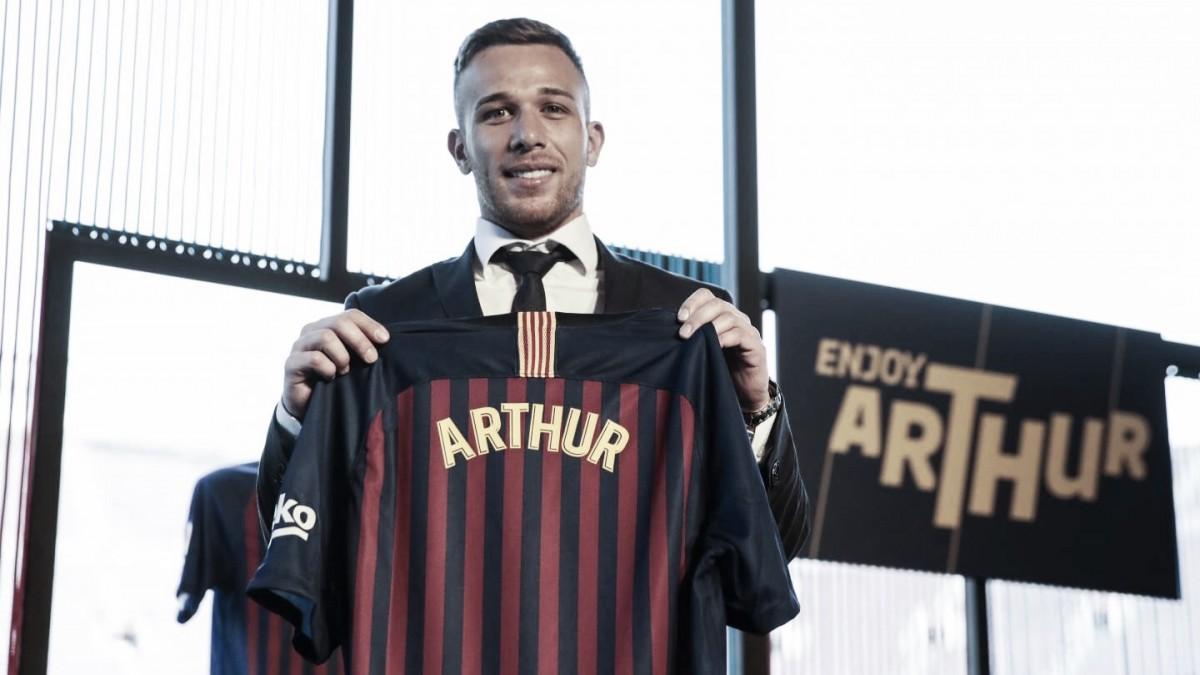 """Arthur vibra com chegada ao Barcelona e não esconde emoção: """"Dia mais feliz da minha vida"""""""