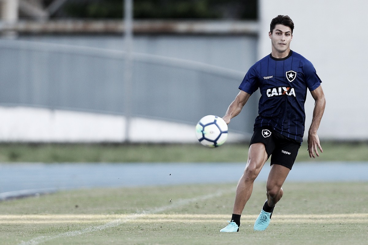 """Marcinho rechaça vantagem do Botafogo antes de duelo contra Audax Italiano: """"É perigosa"""""""