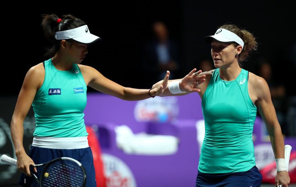 WTA Finals: Stosur and Zhang grabs comeback win, boosting qualifying chances