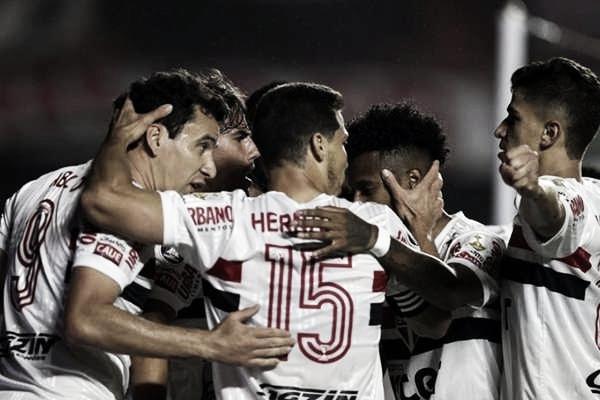 A espera de um milagre! São Paulo encara River Plate buscando classificação