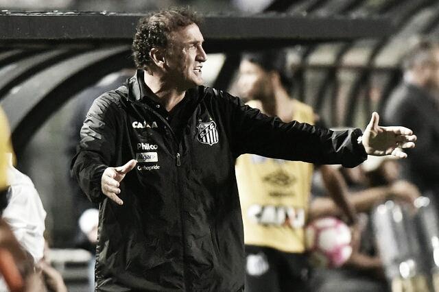 Cuca exalta dedicação dos jogadores do Santos após clássico: ''Jogam com afinco''