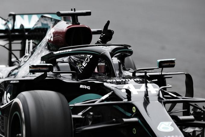 Hamilton festeja su triunfo | Foto: Fórmula 1