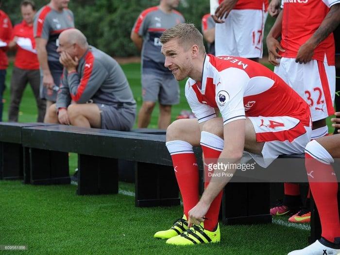 Per Mertesaker seeks new Arsenal contract