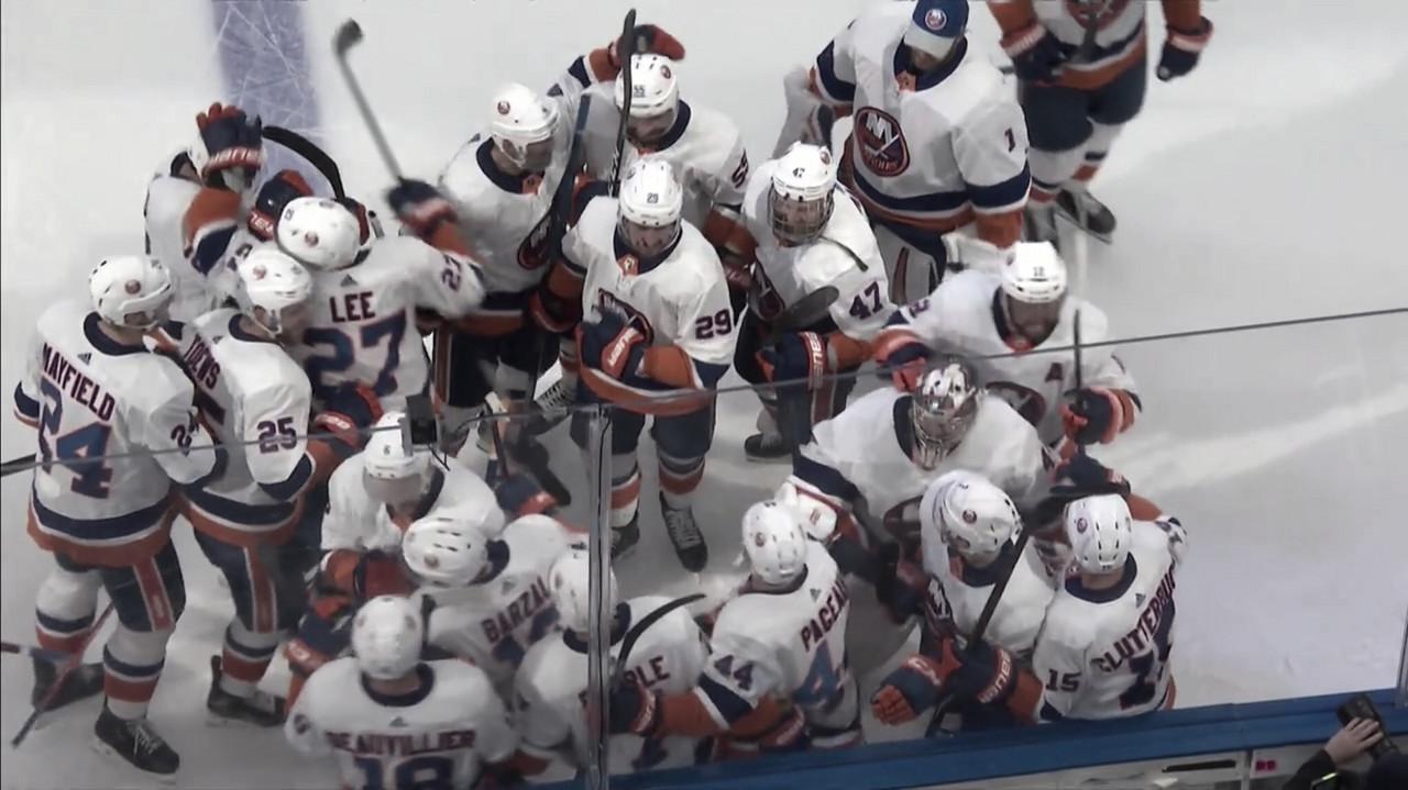 Los New York Islanders siguen con vida
