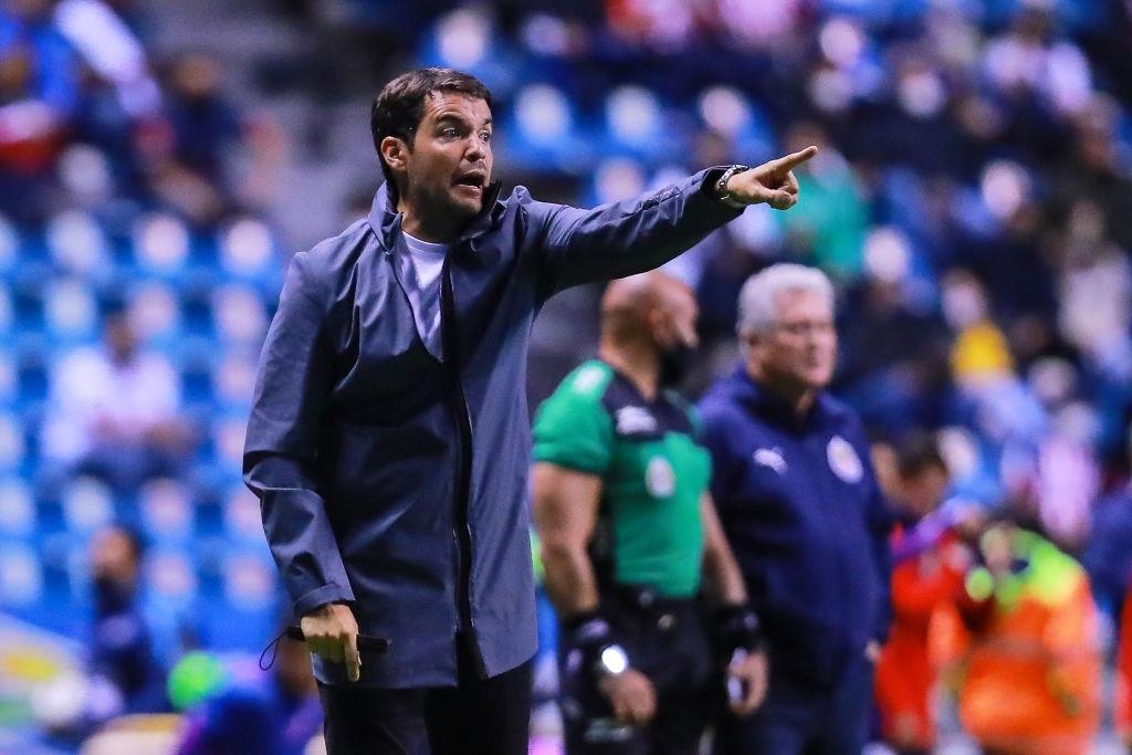 Nicolás Larcamón pide no castigar de más a la Franja tras derrota ante Chivas