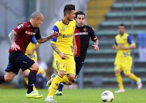 Il Cagliari rinvia la festa salvezza