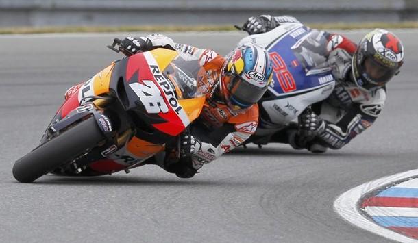 Pedrosa se impone a Lorenzo en Brno en una carrera para recordar
