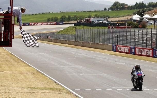 Lorenzo impone su ritmo y gana en Mugello por delante de Pedrosa