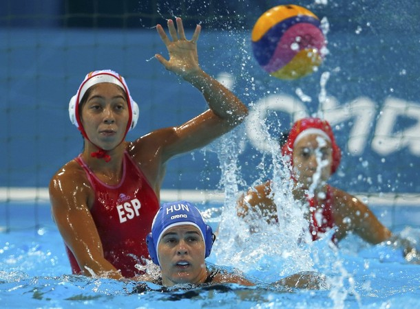 España consigue una valiosa victoria ante Hungría y pasa a cuartos como primera de grupo