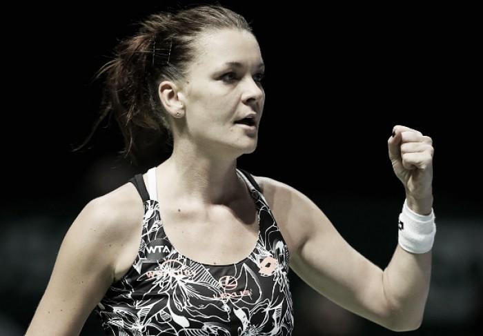 WTA Finals: Defending champion Agnieszka Radwanska moves on to the semifinals