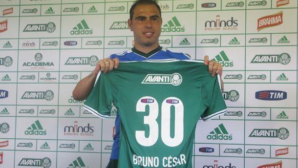 Na apresentação, Bruno César veste a camisa 30 do Palmeiras