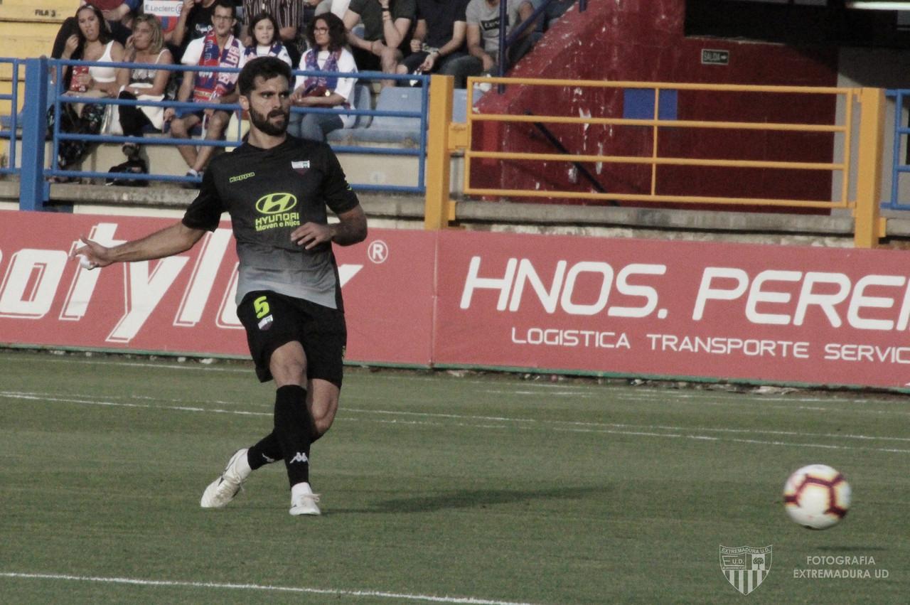 Fran Cruz amplía su compromiso con el Extremadura UD