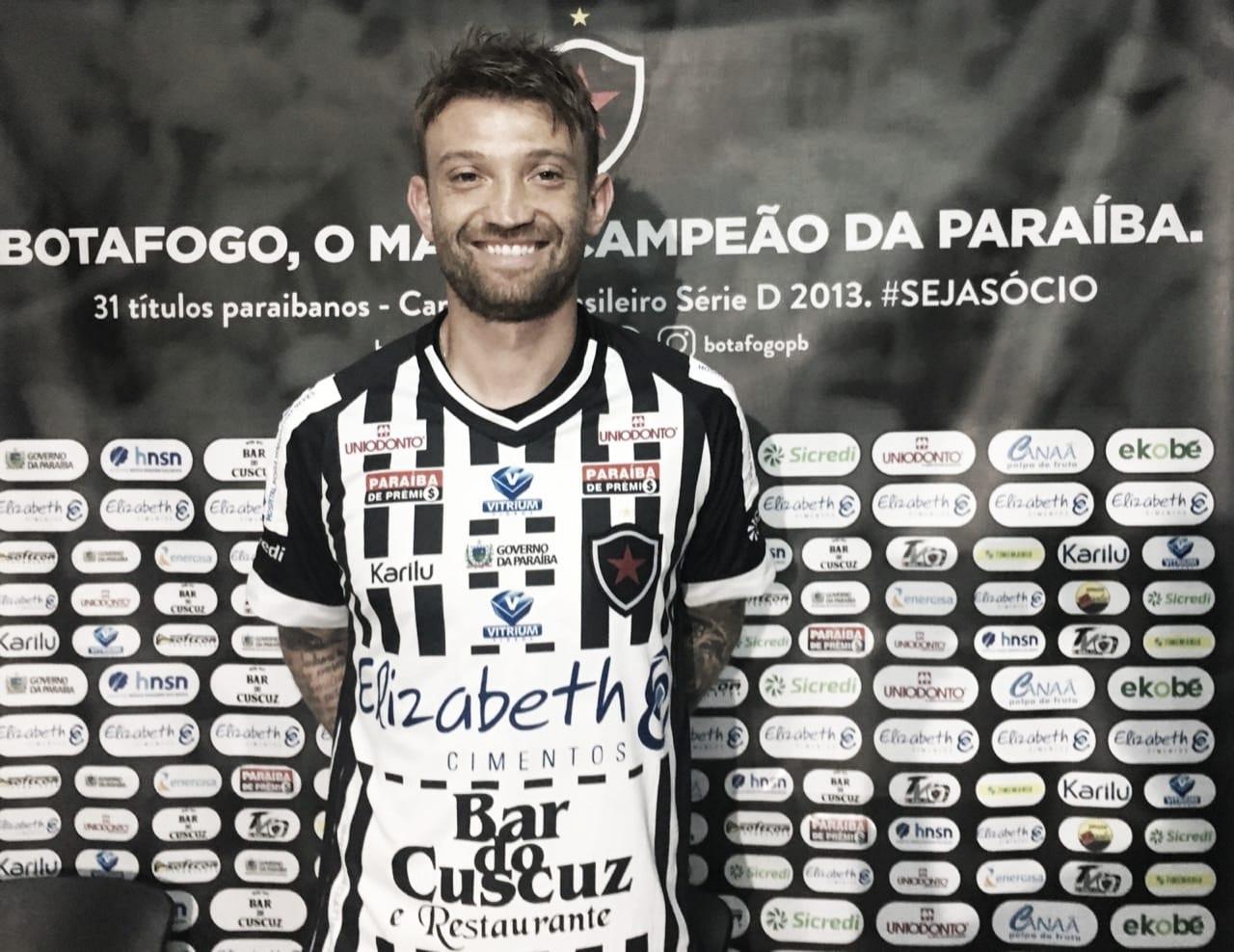 """Neuton é apresentado e chega motivado ao Botafogo-PB: """"Quero dar o meu melhor"""""""