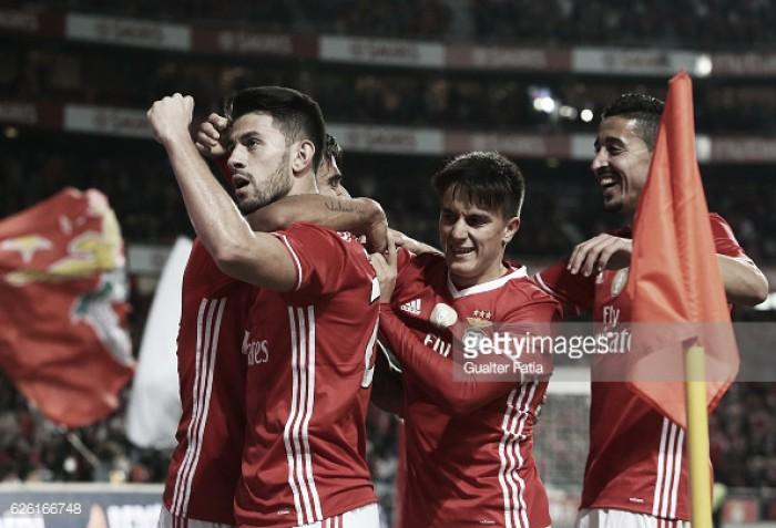 Meia-hora minutos de resistência: Benfica vence Moreirense e reforça liderança