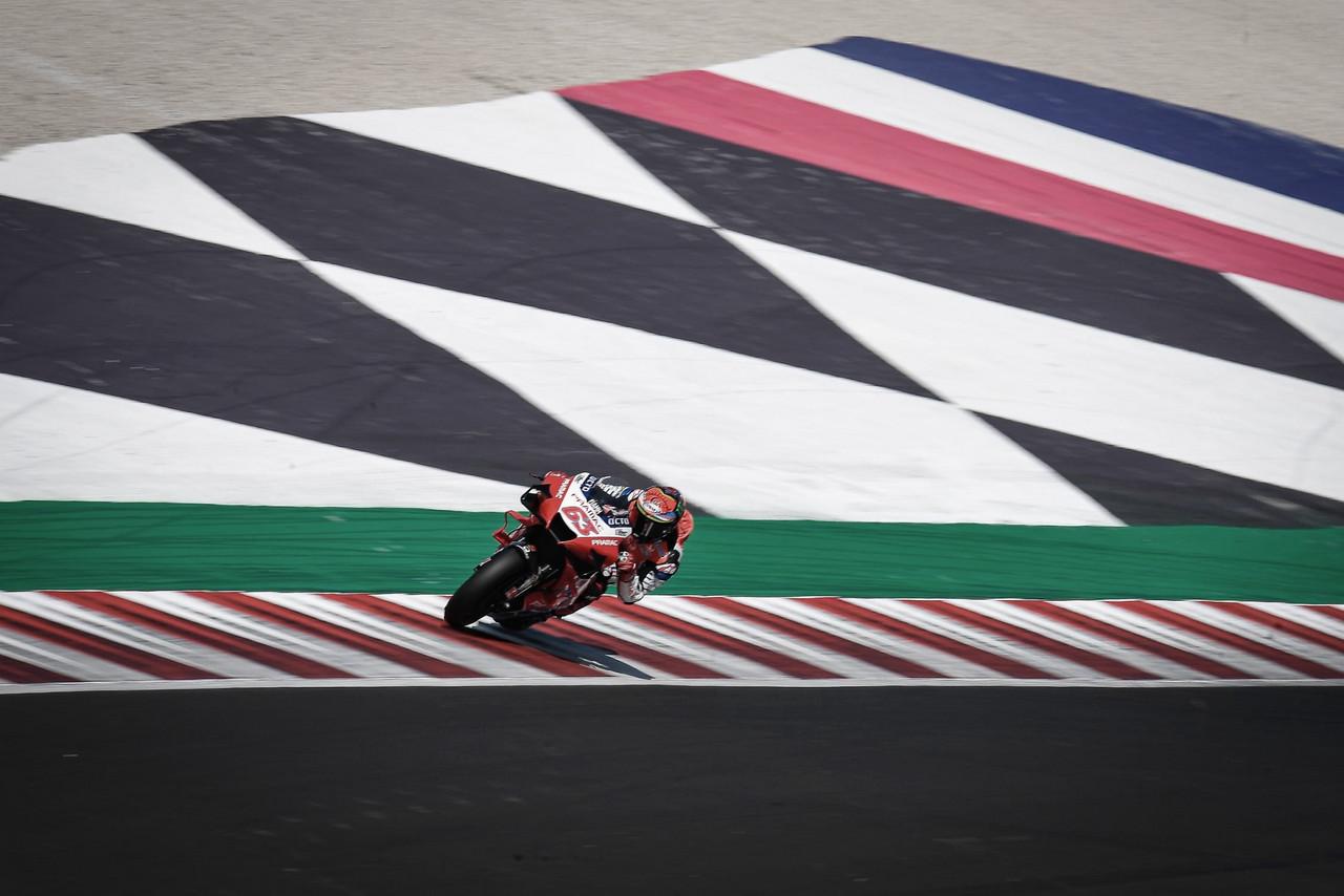 FP3 MotoGP: Pecco Bagnaia lidera con caída incluida