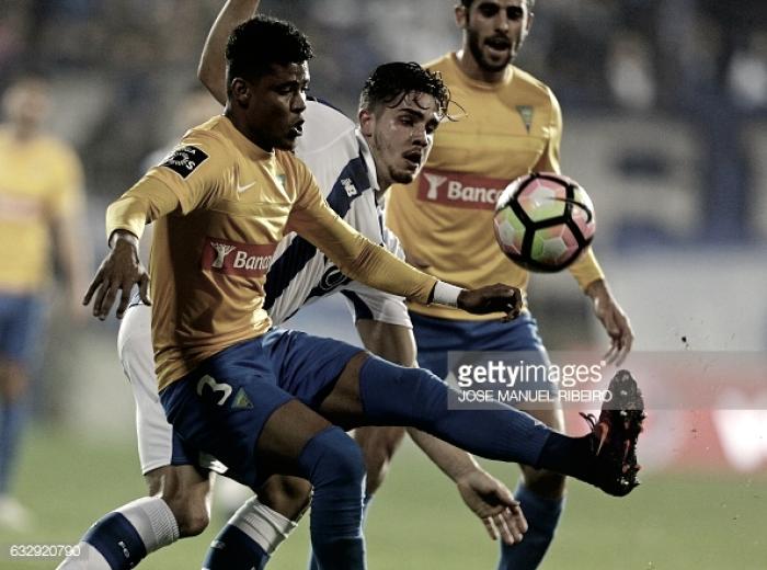 Porto a 1 ponto do líder: dragões vencem Estoril (1-2)