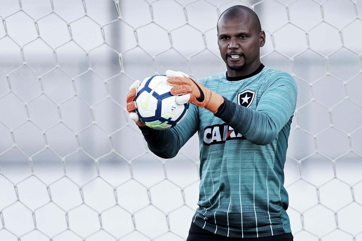 Jefferson sofre trauma no tórax em clássico e deve desfalcar Botafogo