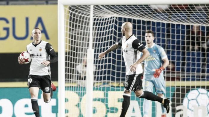 Valencia pressiona, mas apenas empata com Las Palmas e vaga nas quartas fica em aberta