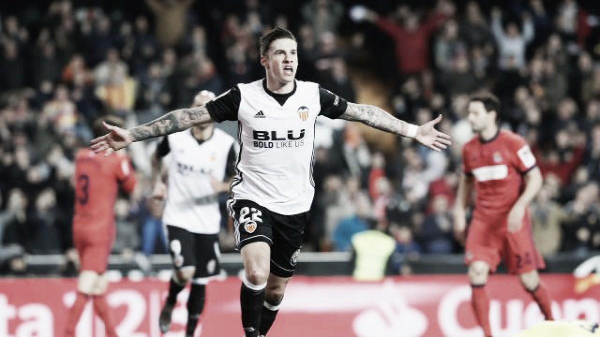 Santi Mina Faz Dois Valencia Bate Real Sociedad E Alcan U00e7a