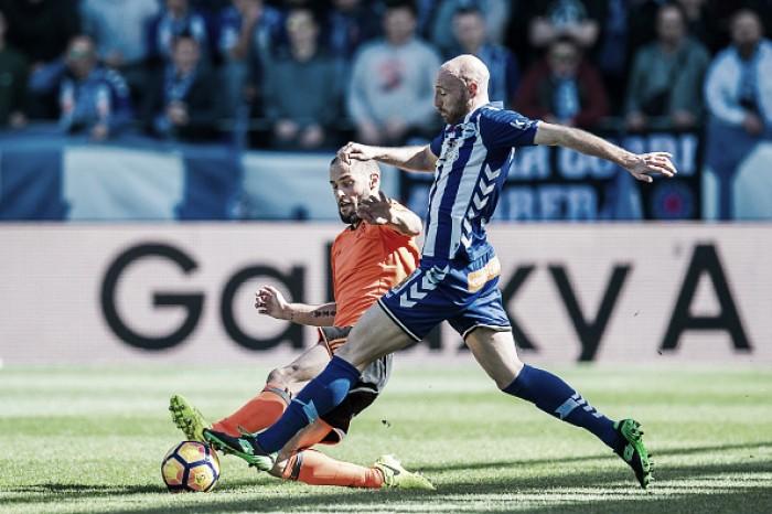 Valencia marca, mas sofre virada do Alavés e tem sequência de vitórias quebrada