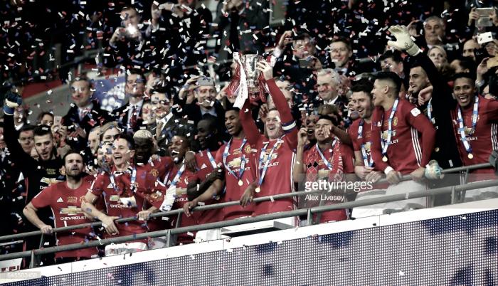 Manchester United conquista Taça da Liga: Ibrahimovic faz Mourinho saltar perto do fim