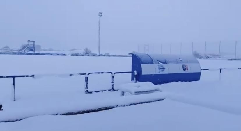 El campo de entrenamiento de la escuadra albiazul, repleto de nieve de cara al entrenamiento de este sábado. Consecuentemente, la preparación se llevó a cabo en el BAKH | Fuente: www.deportivoalaves.com