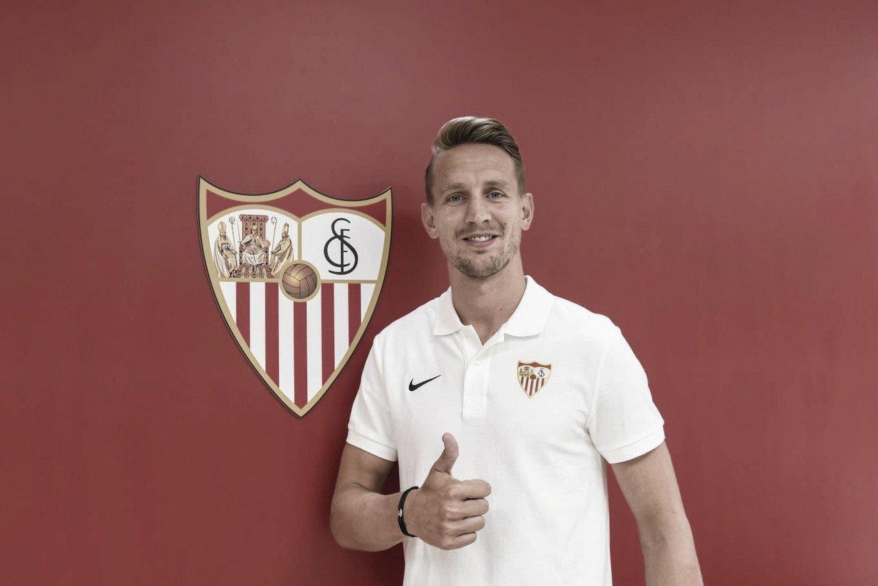 Atacante na área: Sevilla oficializa contrataçãodo holandes De Jong