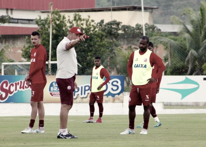 Roberto Fernandes mantém mistério para jogo contra Oeste