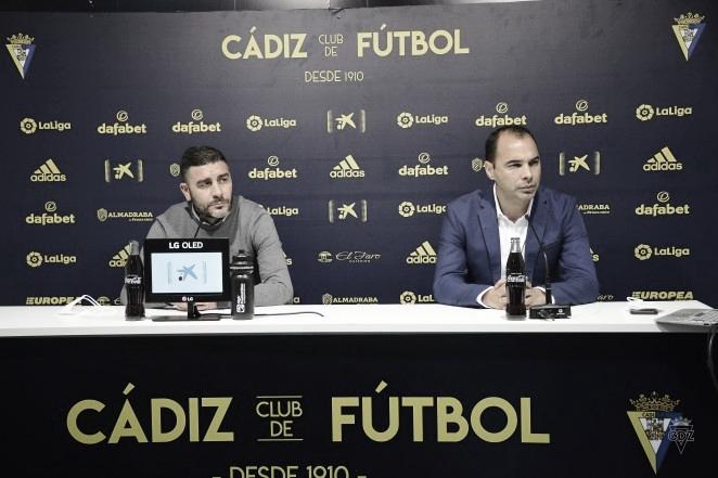 El Cádiz presentó a Iván Saponjic e hizo balance del mercado