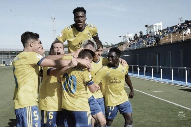 Los jugadores del Cádiz CF 'B' celebran el primer tanto<div>www.cadizcf.com</div>