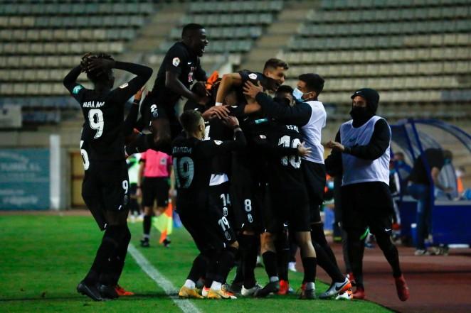 Los jugadores del Recreativo Granada celebran el gol de Bravo | Foto: Granada CF