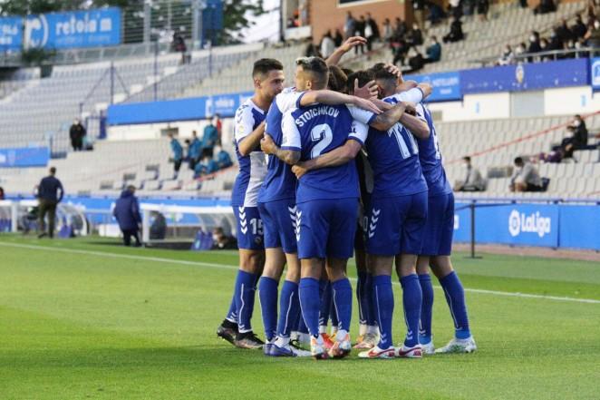 El CE Sabadell mantiene vivo el sueño de la permanencia (2-0)