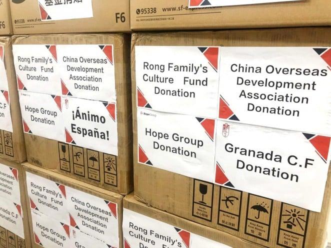 El presidente del Granada CF dona material sanitario a España