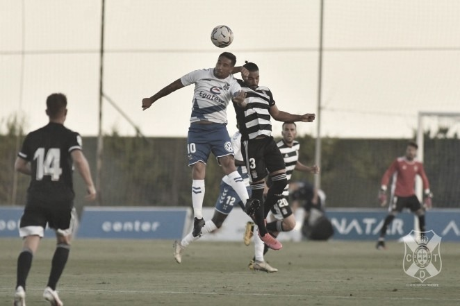 El Tenerife despide San Pedro del Pinatar con victoria (2-0)