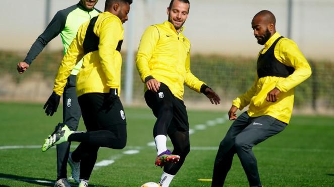 Eteki, Soldado y Foulquier en el entrenamiento | Foto: Pepe Villoslada / Granada CF