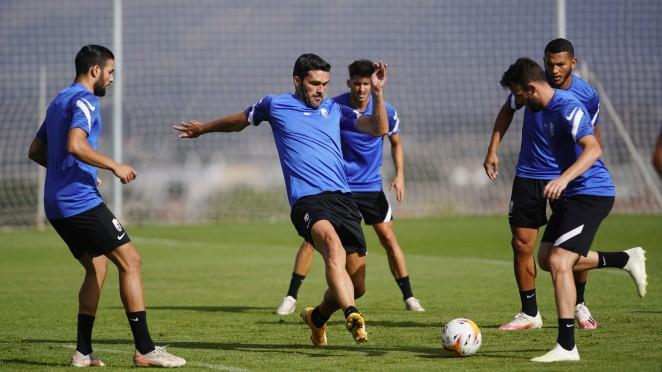 El Granada CF de Robert Moreno realiza su primera doble sesión de entrenamiento
