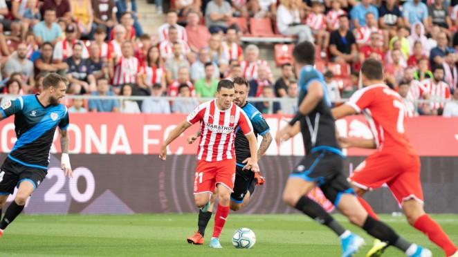 Gallar visualizando el pase de gol para Stuani.| Foto realizada por el Girona FC