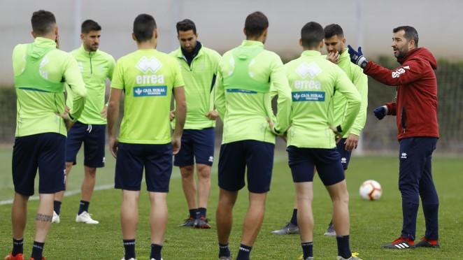 El Granada CF ensaya con todos sus futbolistas