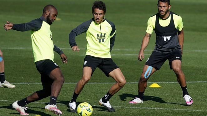 Foulquier, Milla y Luis Suárez en un entrenamiento | Foto: Pepe Villoslada / Granada CF