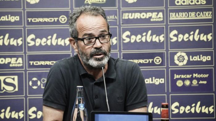 """Técnico do Cádiz prega cautela apesar de vantagem: """"Vamos defender o resultado em Tenerife"""""""