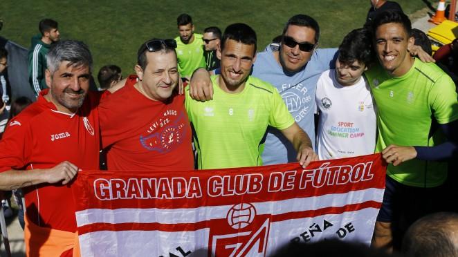 El Granada CF se siente arropado en el entrenamiento a puertas abiertas
