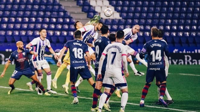 El Real Valladolid, superado por el colista en Zorrilla
